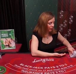 Lucky Blackjack pour jouer au blackjack en ligne dans 3 casinos
