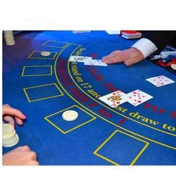 Croupier a une table de black jack